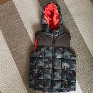 Boy's waterproof sleeveless camouflage puffer hood